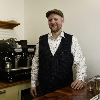 Bedrijfseigenaar Ivo van Zijderveld  in de keuken van de Oude Bakkerij